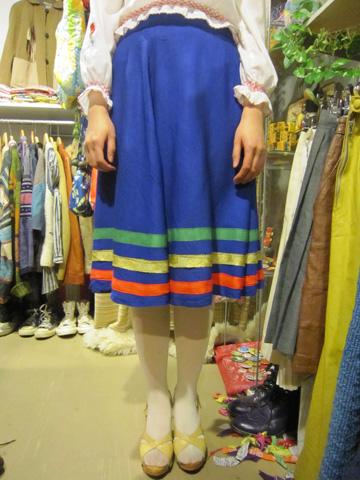 3色テープのスカート