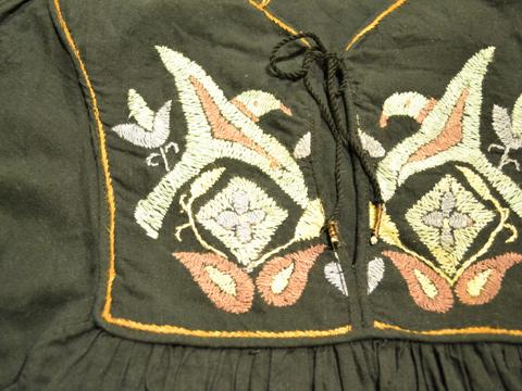 刺繍ワンピース