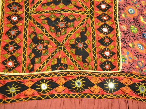 ミラーワーク刺繍