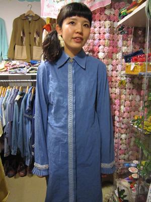 紺のシャツワンピ